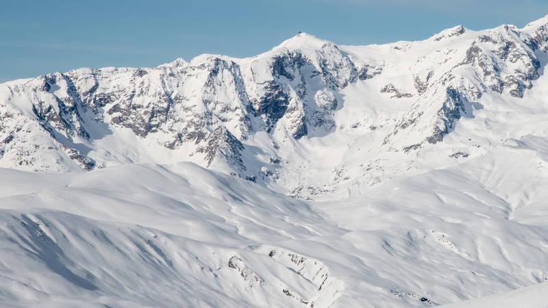 Ski freeride le grand sablat descente depuis le pic blanc