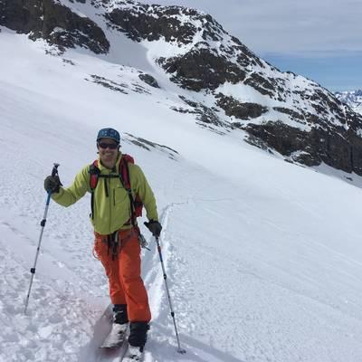Touring glacier girose